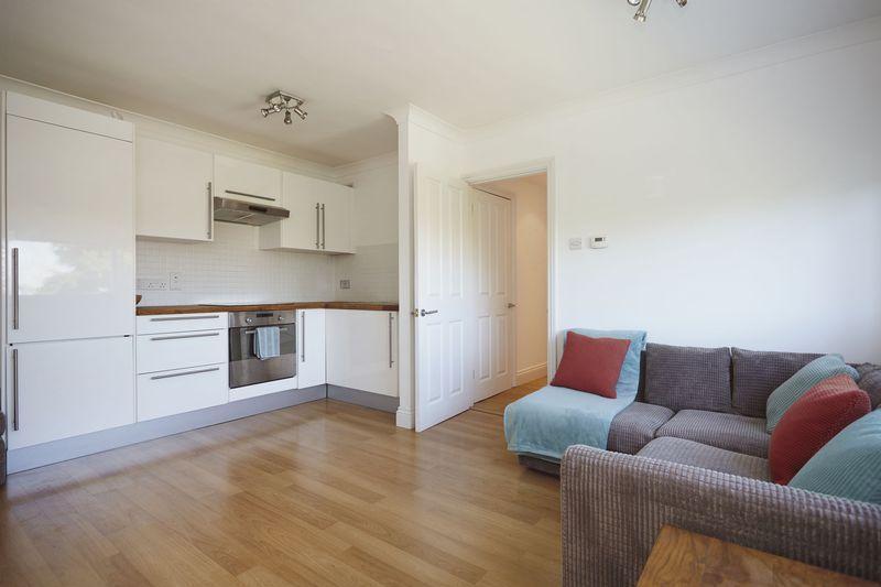 2 Bedrooms Apartment Flat for sale in Lansdowne Lane, Charlton