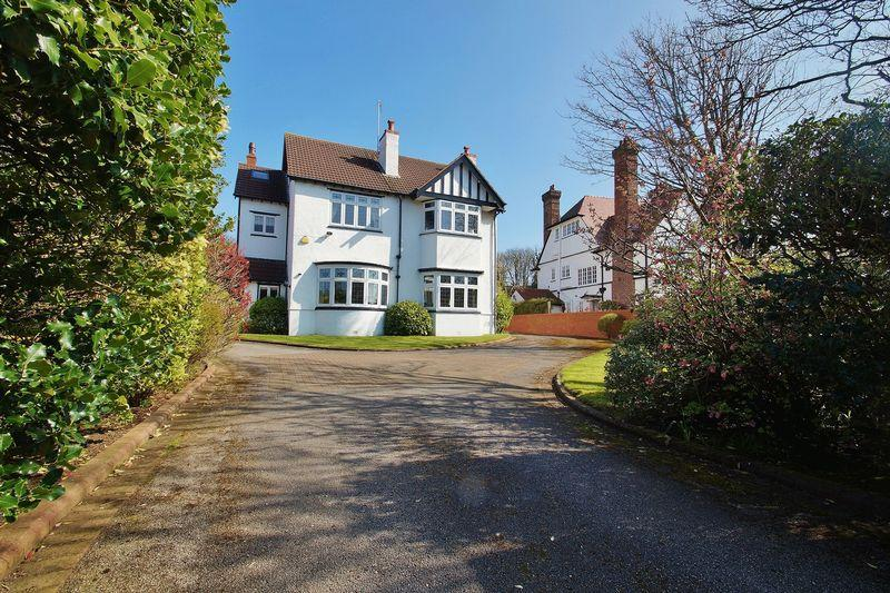 5 Bedrooms Detached House for sale in Sandringham Road, Birkdale