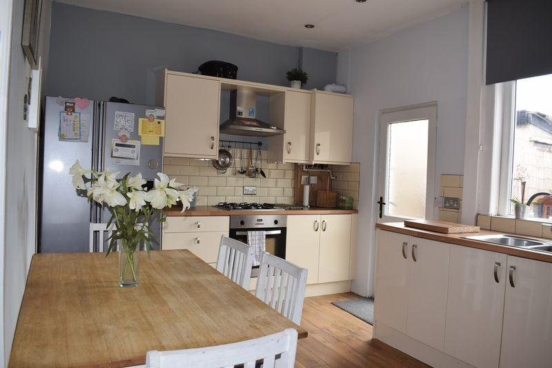 2 Bedrooms Terraced House for sale in Starkey Street, Heywood
