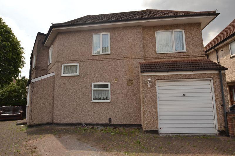 4 Bedrooms End Of Terrace House for sale in Sylvan Way, Dagenham