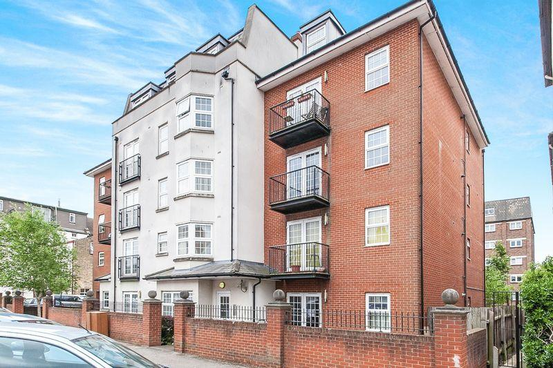 2 Bedrooms Apartment Flat for sale in 151 Alexandra Road, Southend-On-Sea