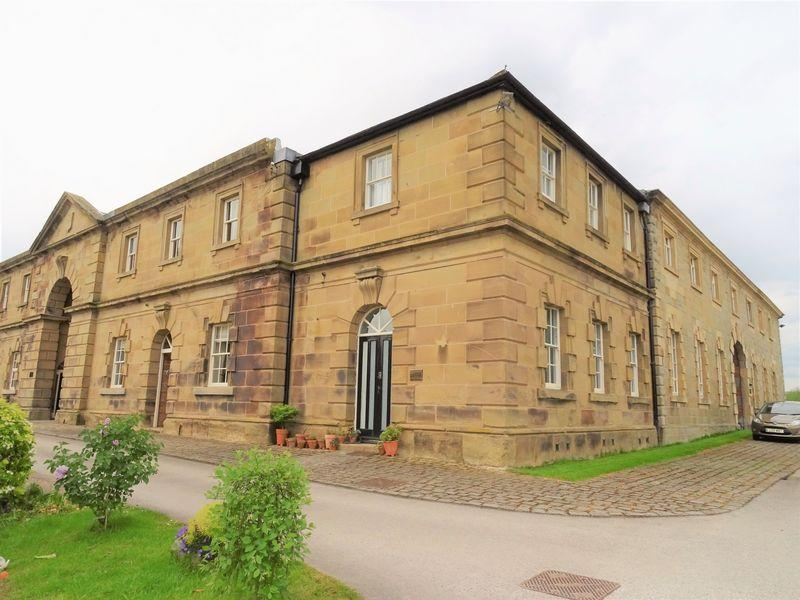 3 Bedrooms Town House for sale in Wynnstay Hall Estate, Wrexham