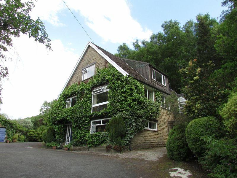 5 Bedrooms Detached House for sale in Stack Hills Road, Todmorden