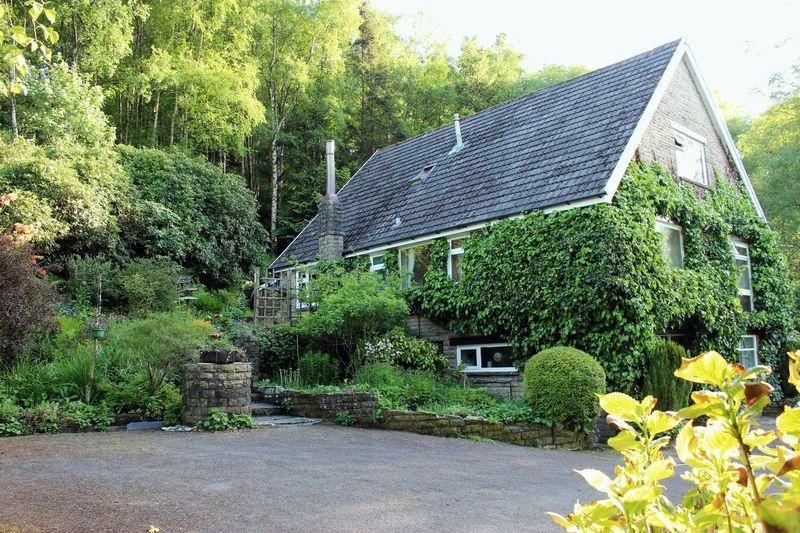 4 Bedrooms Detached House for sale in Stack Hills Road, Todmorden