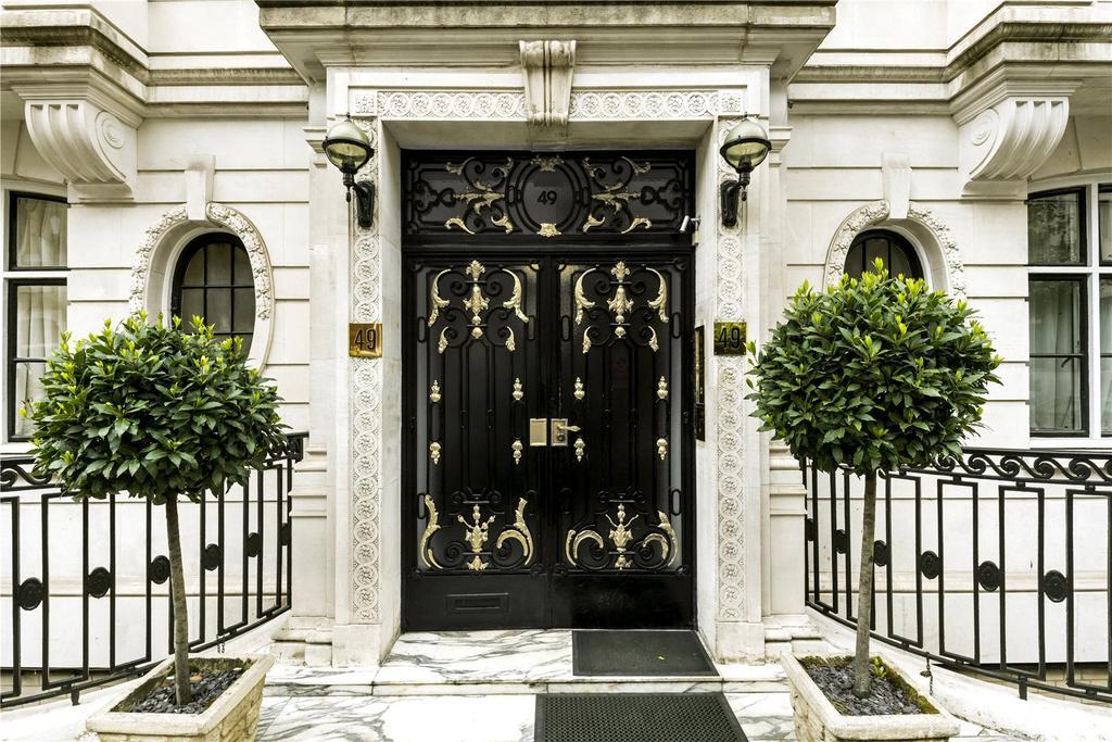 2 Bedrooms Flat for sale in Hallam Street, Marylebone, London, W1W