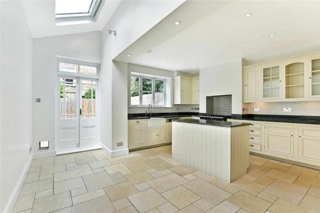 5 Bedrooms Terraced House for sale in Manchuria Road, Clapham South, London, SW11