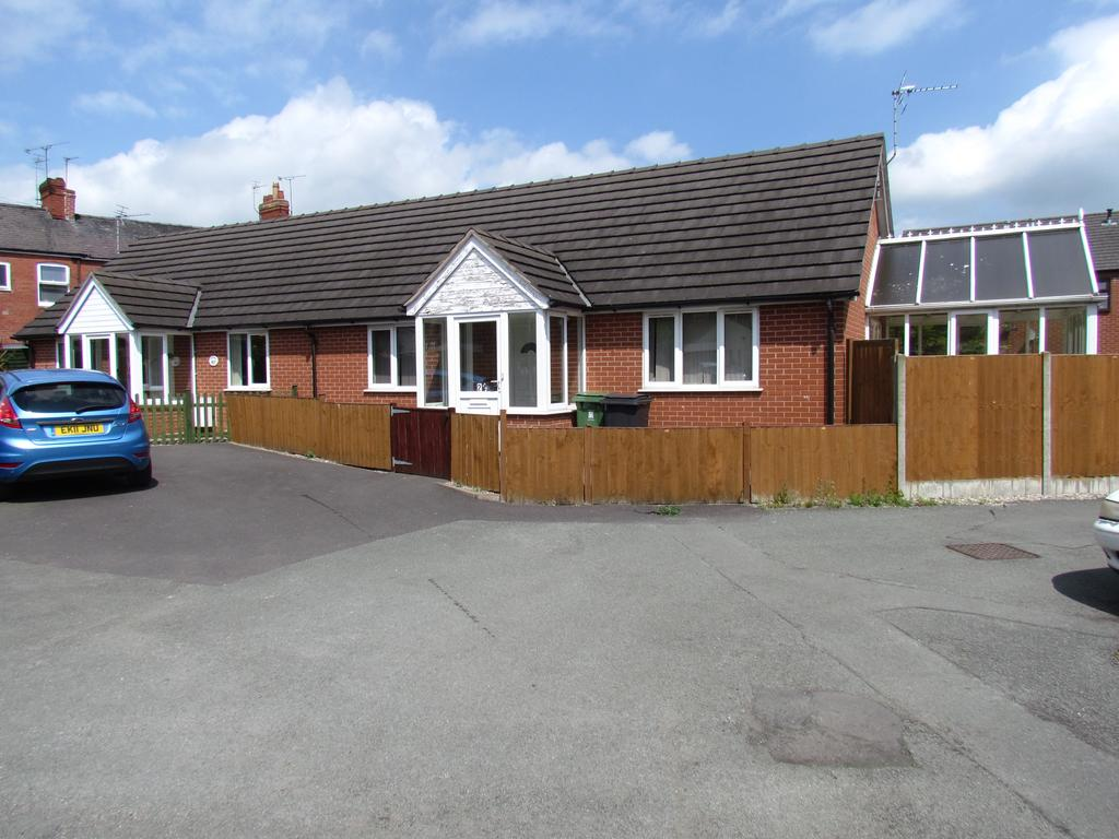 2 Bedrooms Semi Detached Bungalow for sale in Crestwood Bungalows, Castlefields, Oswestry SY11
