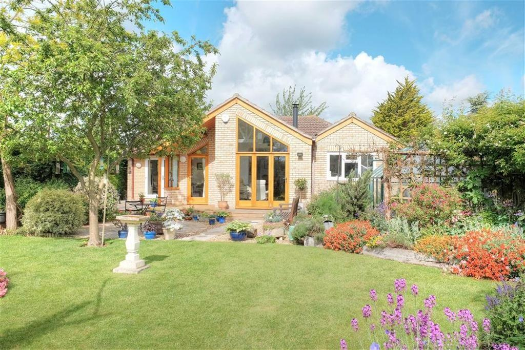 4 Bedrooms Detached Bungalow for sale in Rampton Road, Willingham, Cambridge