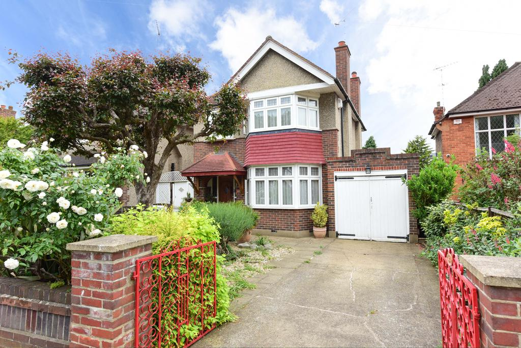 3 Bedrooms Detached House for sale in Sandy Way, WALTON ON THAMES KT12