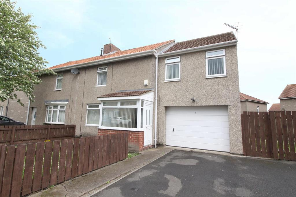 3 Bedrooms Semi Detached House for sale in Park Grove, Shiremoor, Newcastle Upon Tyne