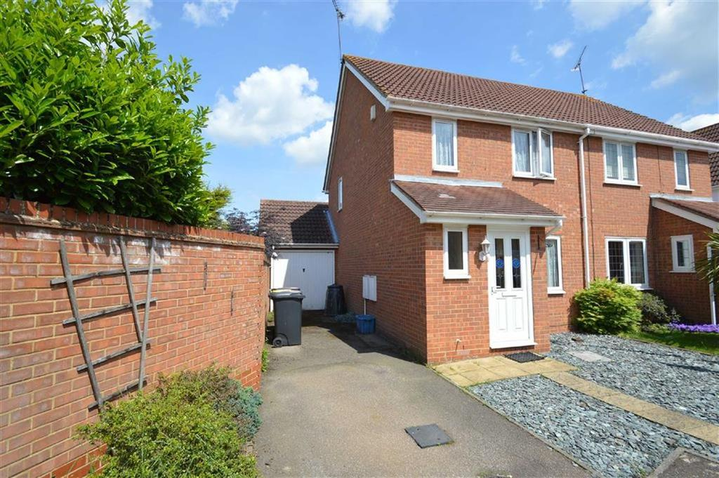 3 Bedrooms Semi Detached House for sale in Soveriegn Close, Rochford, Essex
