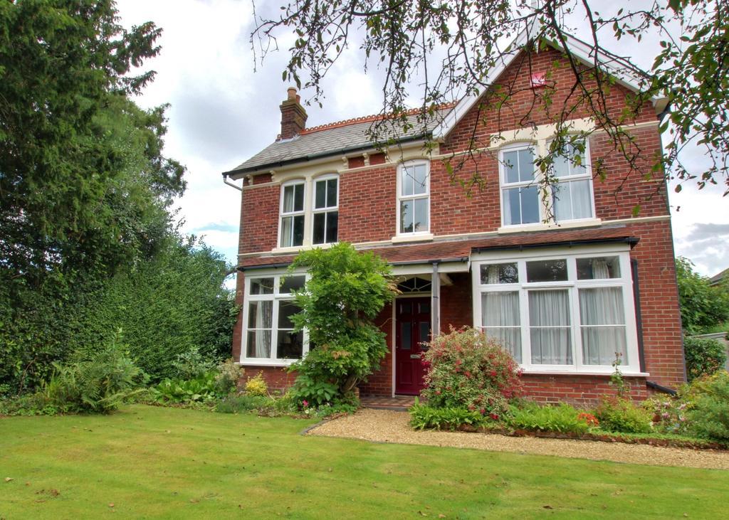 4 Bedrooms Detached House for sale in Denvilles
