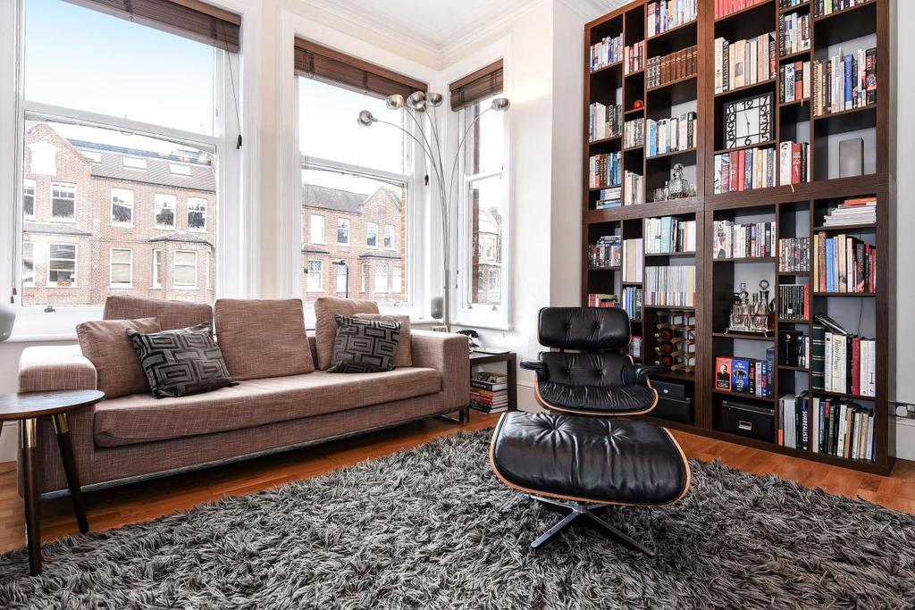 3 Bedrooms Flat for sale in Greencroft Gardens, South Hampstead