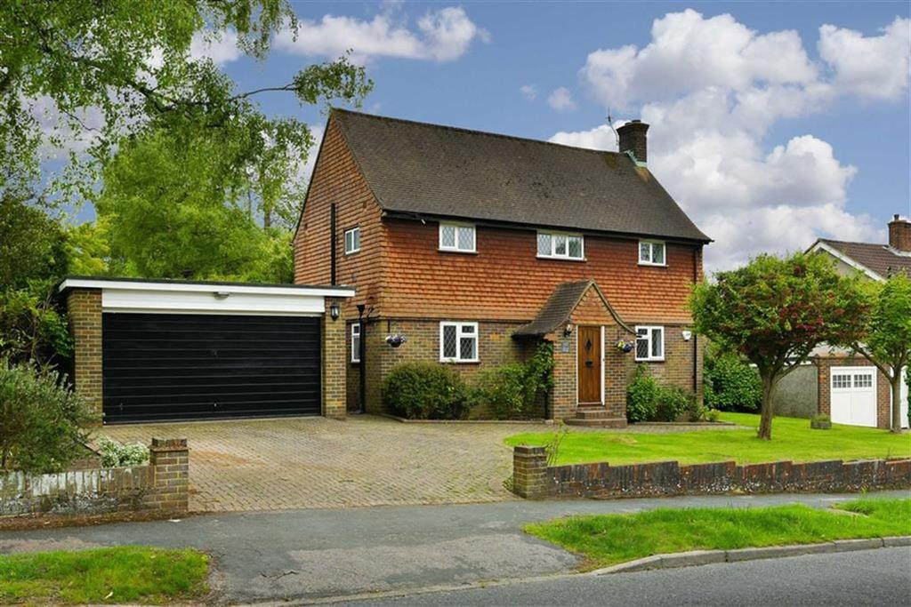 4 Bedrooms Detached House for sale in Shelvers Way, Tadworth, Surrey