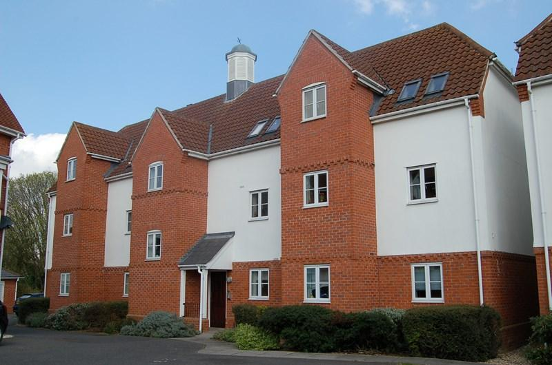 2 Bedrooms Flat for sale in Manor Farm Close, Haverhill