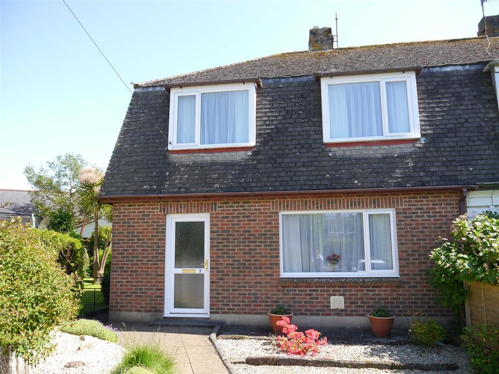 3 Bedrooms Semi Detached House for sale in Trenerry Close, Truro