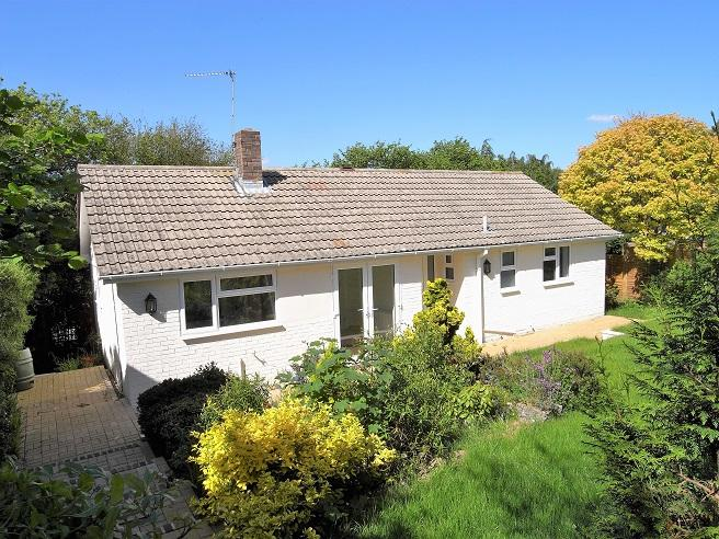 3 Bedrooms Detached Bungalow for sale in Downlands, Pulborough RH20