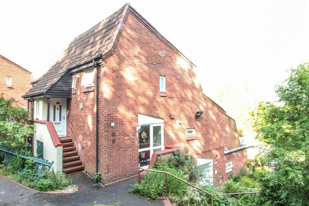 1 Bedroom Maisonette Flat for sale in High Trees Close, Oakenshaw, Redditch