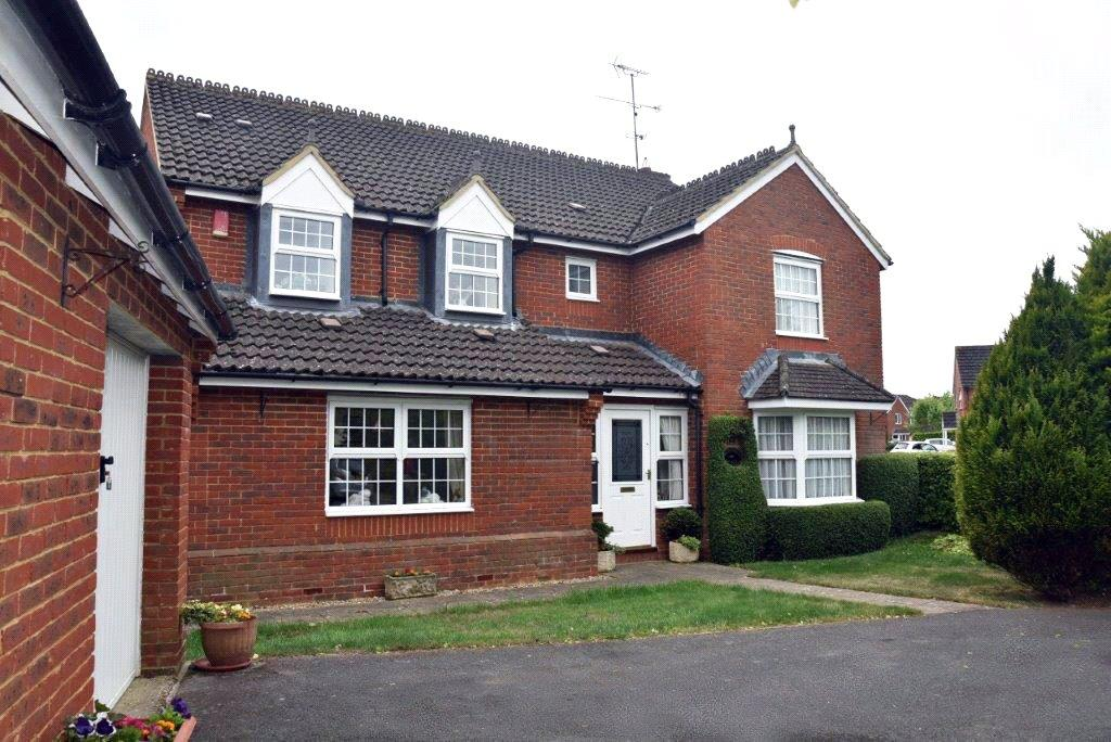 5 Bedrooms Detached House for sale in Farriers Close, Bramley, Tadley, Hampshire, RG26