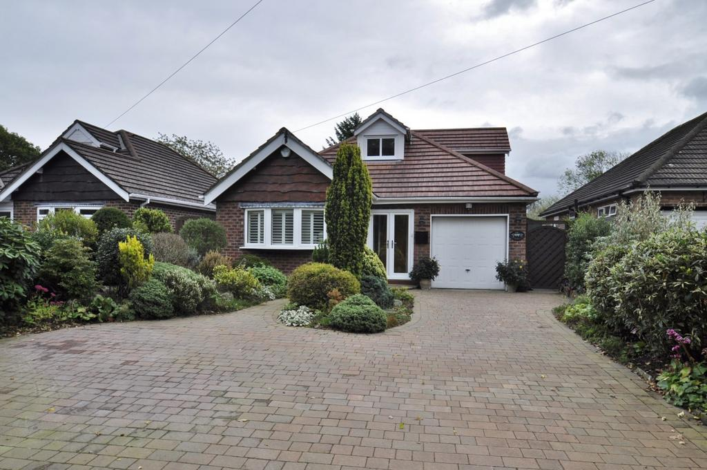 2 Bedrooms Detached Bungalow for sale in Church Lane, Woodford