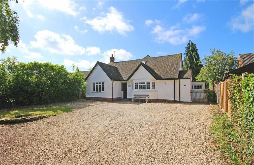 4 Bedrooms Chalet House for sale in Stoke Road, Bishops Cleeve, Cheltenham, GL52