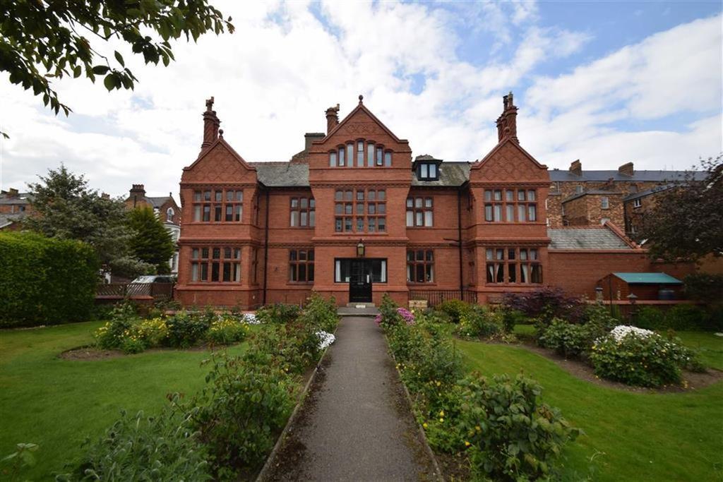 2 Bedrooms Flat for sale in Esplanade Road, Scarborough, North Yorkshire, YO11