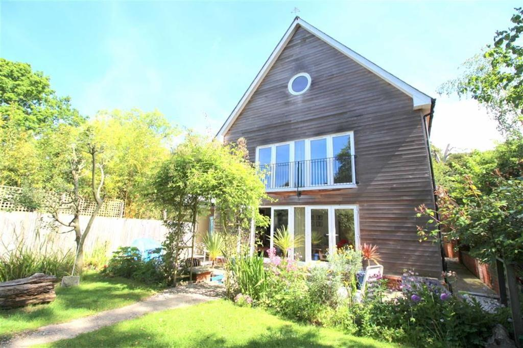 3 Bedrooms Detached House for sale in St Helens Park Road, Hastings