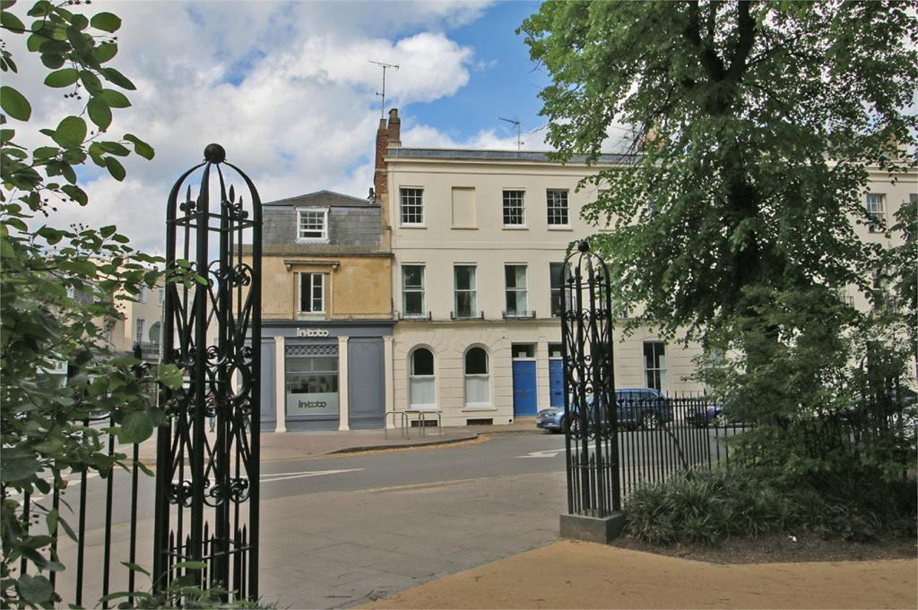 2 Bedrooms Flat for sale in Montpellier Spa Road, Cheltenham