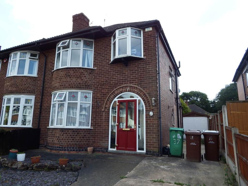 3 Bedrooms Semi Detached House for rent in Russell Avenue, Wollaton, Nottingham