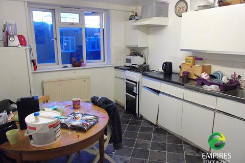 3 bedroom property to rent - Pennack Road