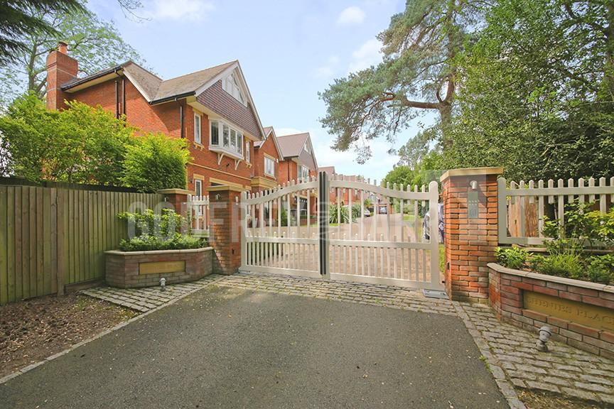 6 Bedrooms Detached House for sale in Chenies Place, Arkley