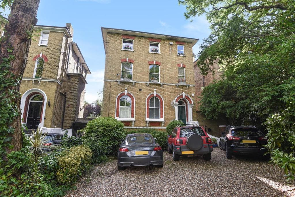 2 Bedrooms Flat for sale in Kidbrooke Park Road, Blackheath