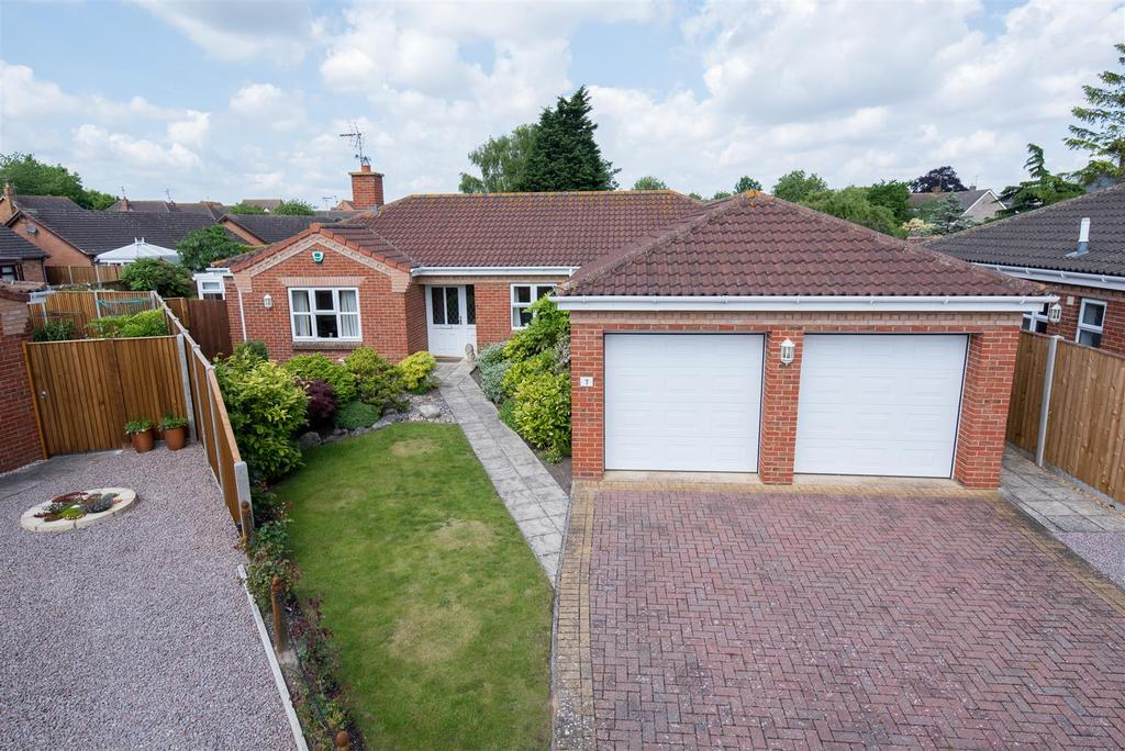 3 Bedrooms Detached Bungalow for sale in Daffodil Close, Spalding