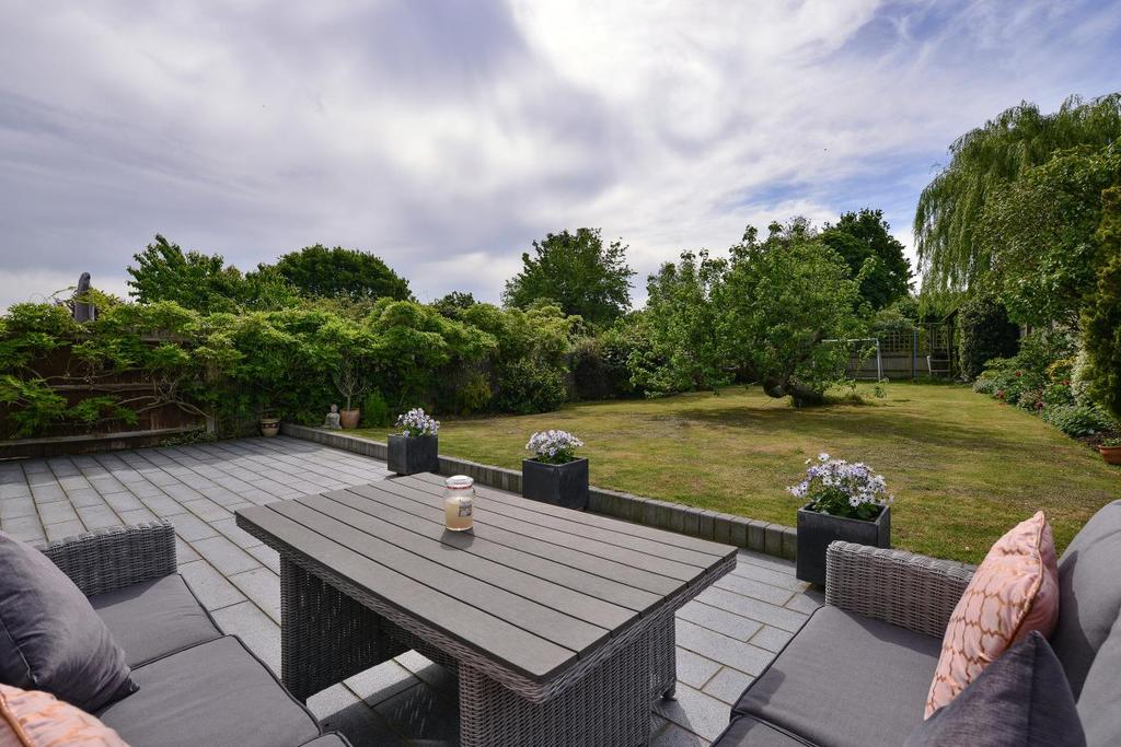 4 Bedrooms Semi Detached House for sale in Cumberland Road, Bromley, BR2