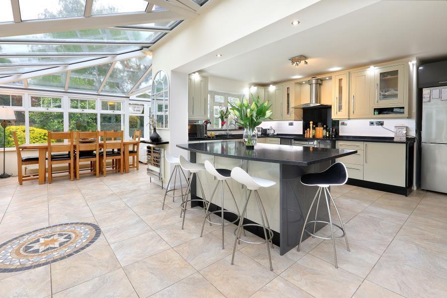 5 Bedrooms Detached House for sale in Virginia Water, Surrey