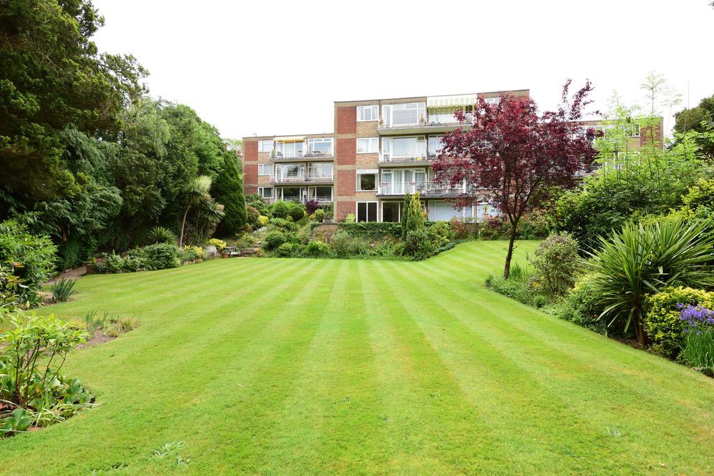 3 Bedrooms Flat for sale in Chaseley Court, Weybridge, Weybridge KT13