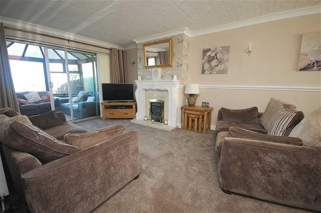 3 Bedrooms Semi Detached House for sale in Raglan Close, Sedgley