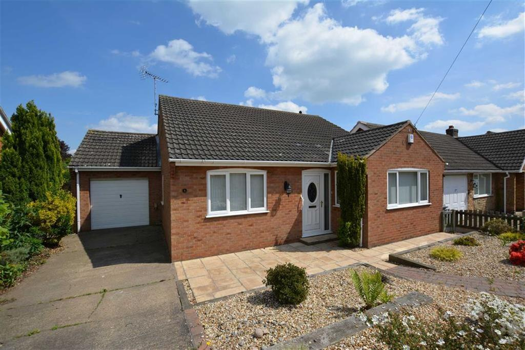 3 Bedrooms Bungalow for sale in The Ridgeway, Farnsfield, Nottinghamshire, NG22