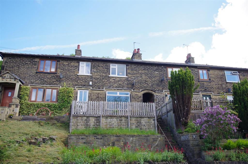 3 Bedrooms Terraced House for sale in Woodhall Crescent, Halifax