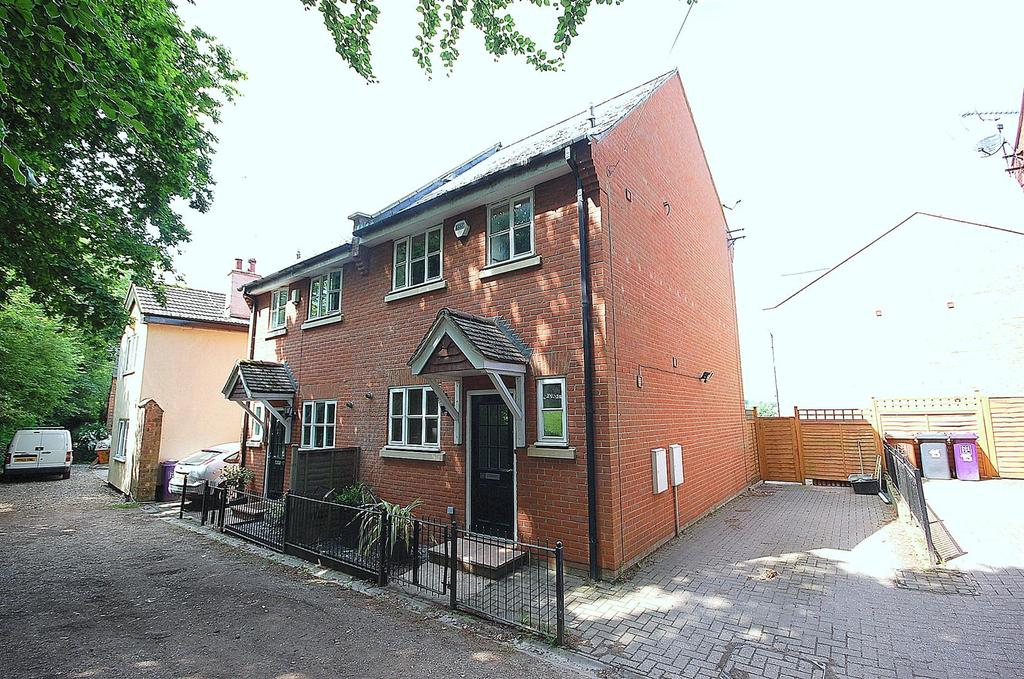 4 Bedrooms Semi Detached House for sale in Store House Lane, Hitchin