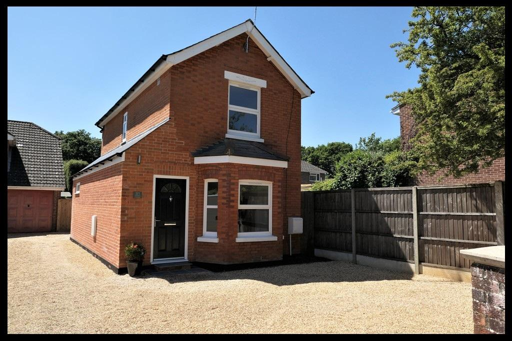 3 Bedrooms Detached House for sale in Hammonds Green, Totton, Southampton SO40