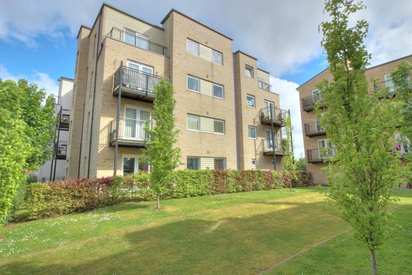 2 Bedrooms Ground Flat for sale in Hut Farm Place, Chandlers Ford