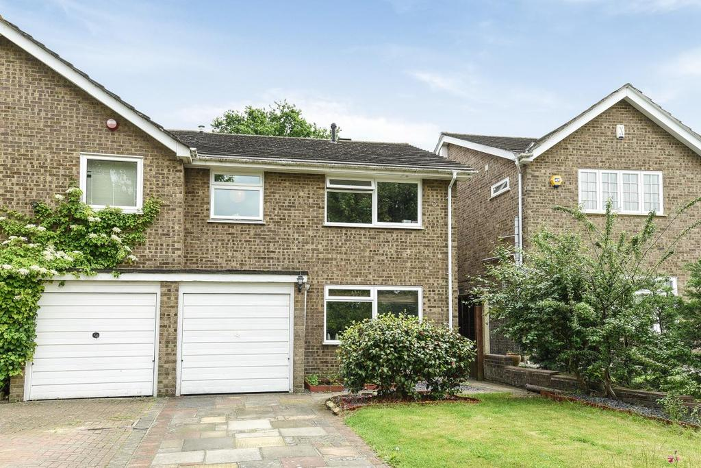 4 Bedrooms Semi Detached House for sale in Overbury Avenue, Beckenham, BR3