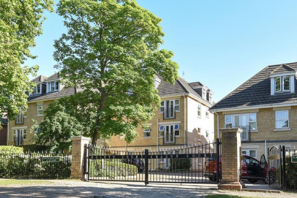 2 Bedrooms Penthouse Flat for sale in The Avenue, Beckenham