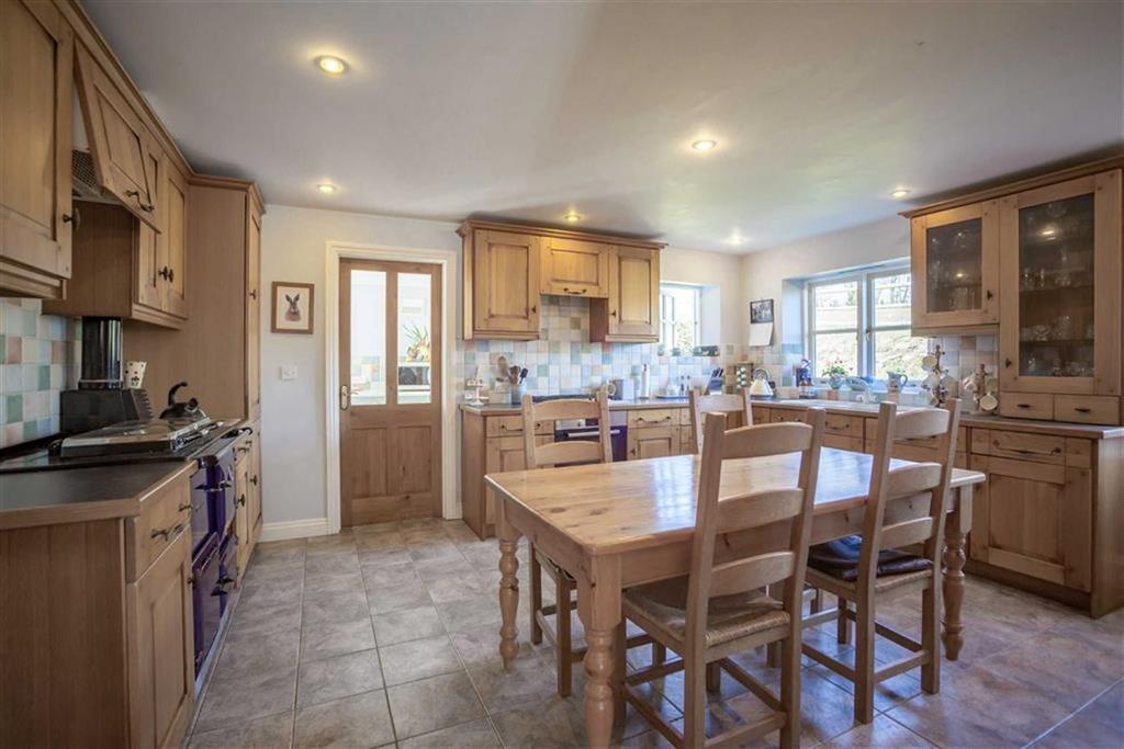 4 Bedrooms Farm House Character Property for sale in Rhos-y-Meirch, RHOS-Y-MEIRCH, Knighton, Powys