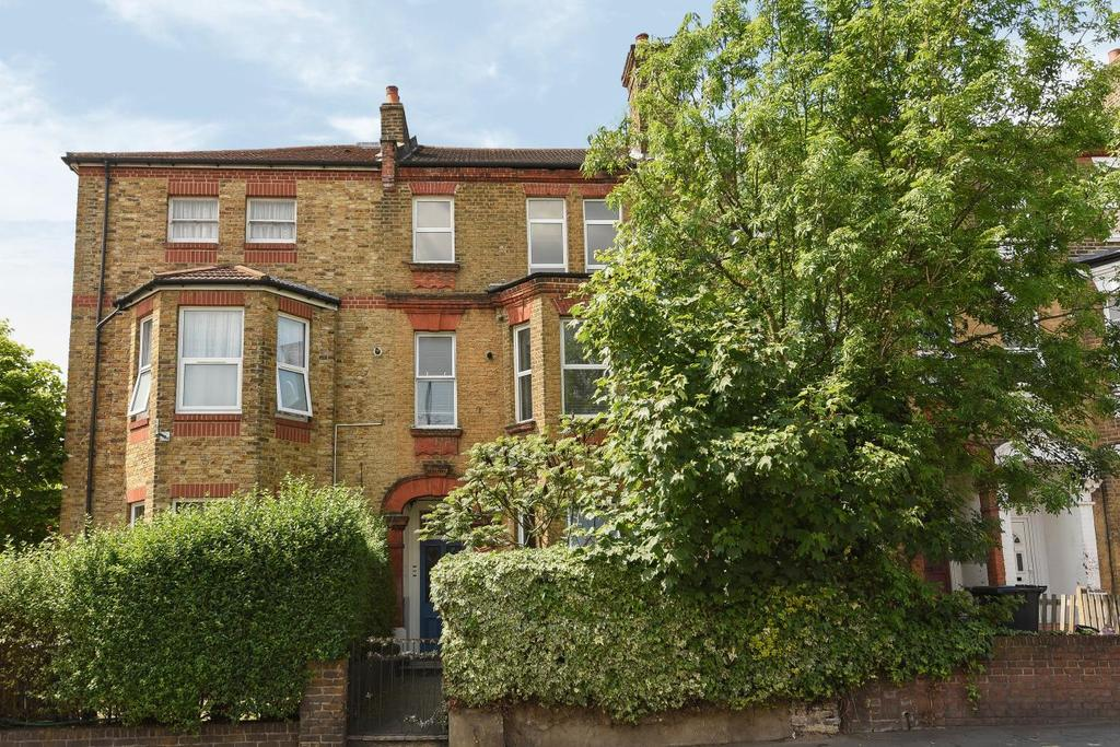 2 Bedrooms Flat for sale in Whitehorse Lane, South Norwood