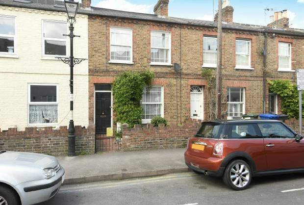 2 Bedrooms Terraced House for sale in Oxford Road, Windsor