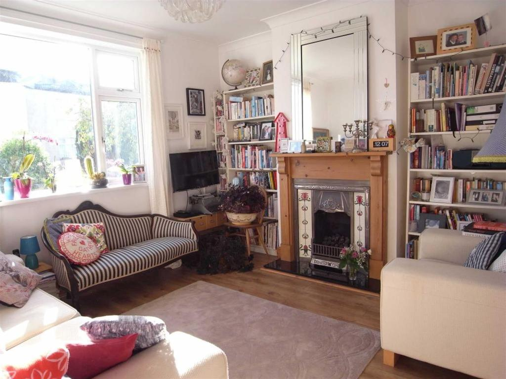 2 Bedrooms Terraced House for sale in Pemberton Terrace, Middleton St George, Darlington