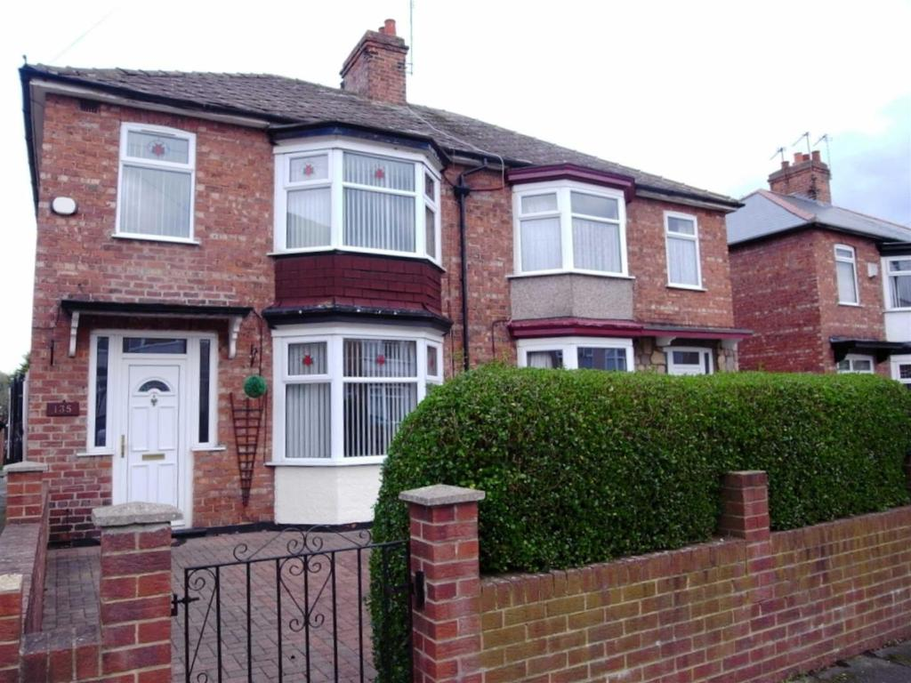3 Bedrooms Semi Detached House for sale in Park Lane, Darlington