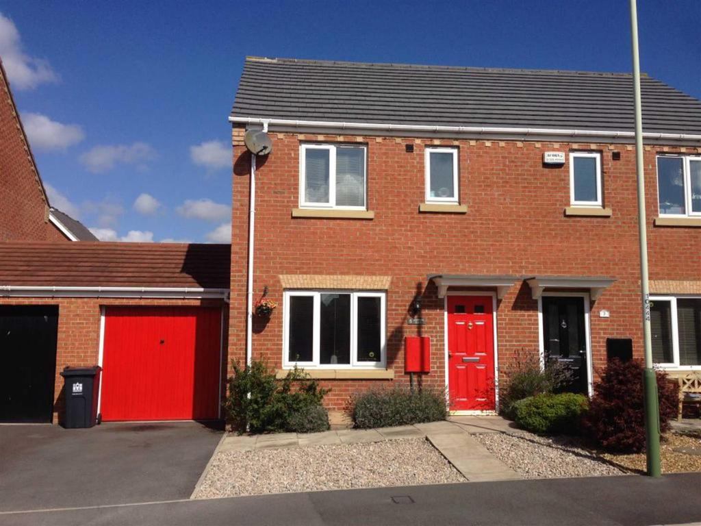 3 Bedrooms Semi Detached House for sale in Redwood Close, Darlington